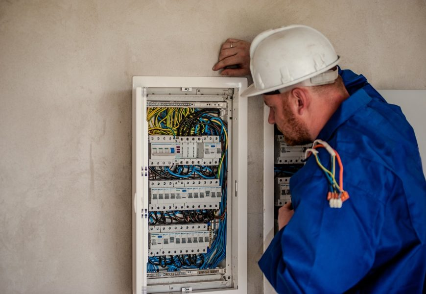 Quelle formation pour devenir électricien bâtiment