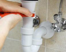 Comment déboucher un lavabo de salle de bain