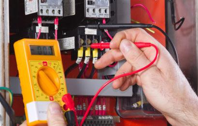 Conseils de sécurité électrique d'électriciens expérimentés